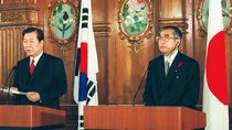 South Korean President Kim Dae-jung speaks at a joint news conference with Japan's Prime Minister Keizo Obuchi at the Akasaka state guesthouse in Tokyo on October 8, 1998.